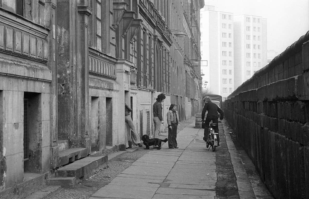 Berlin 1976 Berlin Wall, Credits : refilm.io